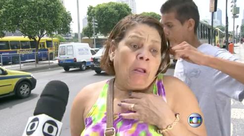 ブラジルで犯罪についてインタビュー中、窃盗が起こる