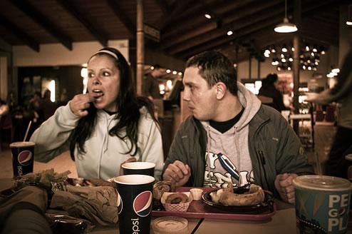 知らなかった!カロリーが高いサラダは食べ過ぎ注意!