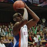 元NBAプレーヤーのメッタ・ワールドピースが履いているバッシュはカワイイ